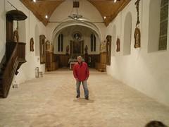 Eglise propre, vide. Renato Mattiussi, maire adjoint Chambors, ravi !