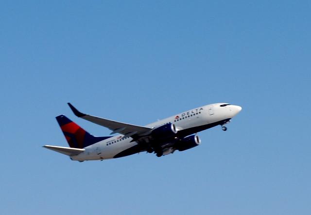 Delta 737 w/winglets