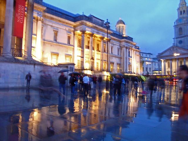 Raining, Trafalgar Square, London museum night