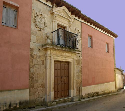 Villadiezma (Palencia). Palacio de los Obispos González. Portada