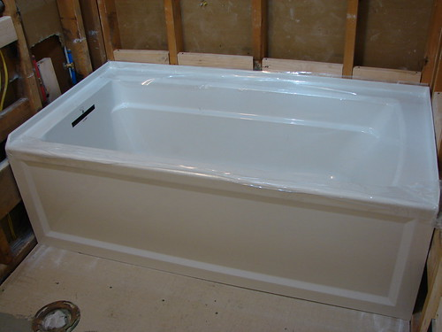 La vida loftus bathroom bonanza day 4 for Deep alcove bathtubs