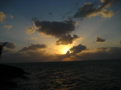 sunset clouds bahamas sunrays eleuthera raysoflight tarpumbay