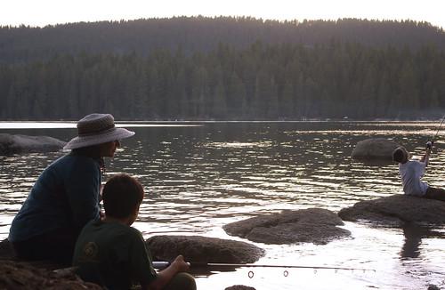 california boy sunset summer lake water mom fishing rocks pentax son myboy bsa shaverlake ilovecalifornia k200d campchawanakee pentaxk200d boysscoutcamp