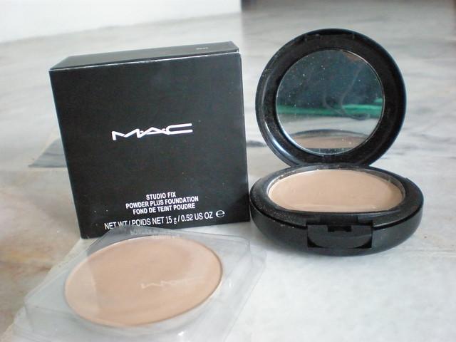 MAC COMPACT POWDER NC25+Refill - RM45