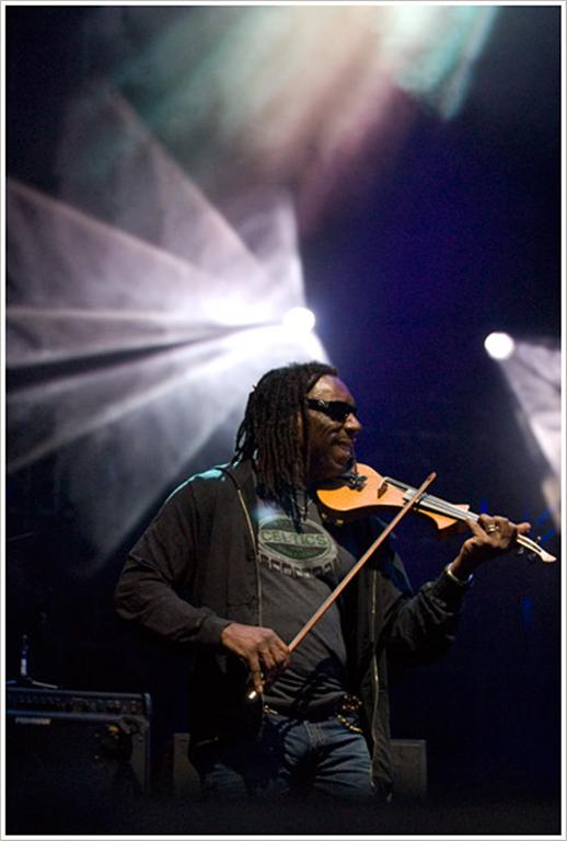 Boyd Tinsley wearing a SPORTIQE Boston Celtics T