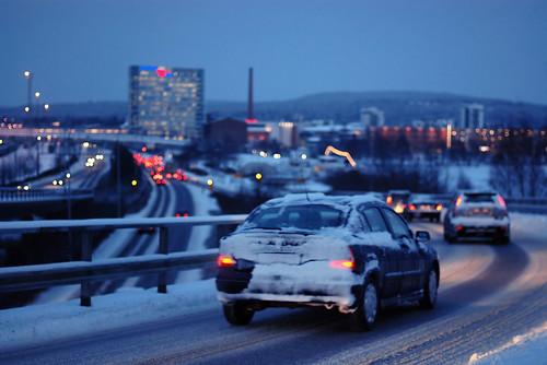 blue winter snow cars suomi finland 50mm lights dof bokeh lumi talvi 2009 jyväskylä jyvaskyla innova ilta sininen silta paviljonki valot ruuhka