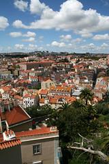 Esto es Lisboa vista desde algún sitio.