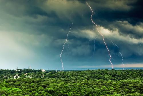 longexposure newyork storm dark geotagged daylight nikon daytime lightning hdr whiteplains d300 riverdale mudpig stevekelley