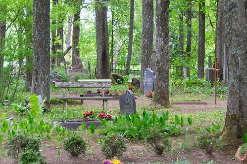 cemetery latvia lielvārde kapsēta dīķi aveniņi