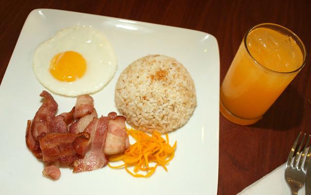 bacon, egg, garlic rice, orange juice | breakfast | By: _gem_ | Flickr ...