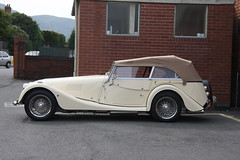 automobile, morgan +4, vehicle, antique car, vintage car, land vehicle, luxury vehicle, sports car,
