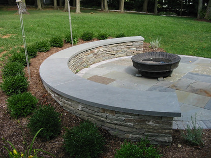 Colonial Fieldstone Seat Wall With Curved Bluestone Cap