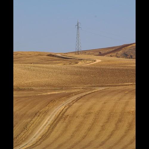 road italy tower countryside strada italia hill campagna land curve terra puglia collina curva apulia foggia traliccio daunia ascolisatriano italiarurale
