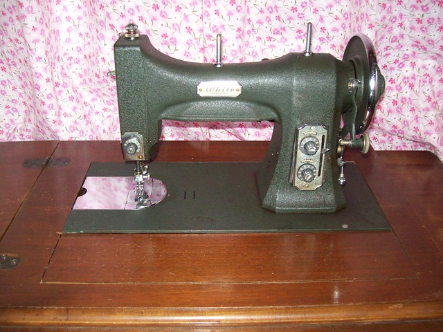 Top 10 Best Sewing Machines Reviews and Price Comparison