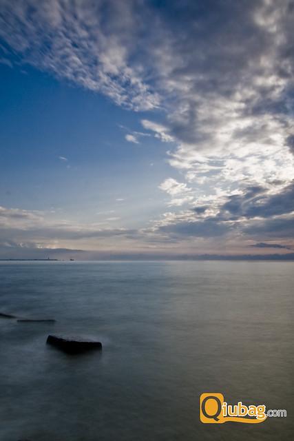 Gruzińskie morze i krajobraz