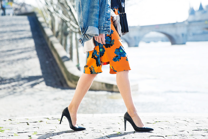 floral_skirt-topshop-orange-denim_jacket-street_style-pfw-outfit-karen_walker-celine-trio_bag-25