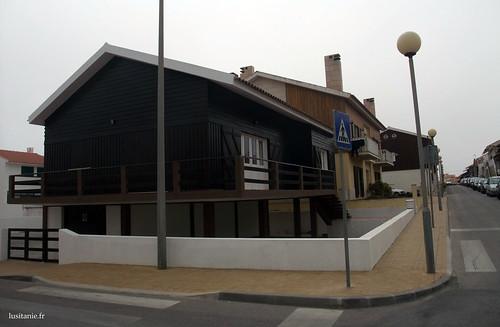 Praia da tocha plage de p cheurs de la r gion centre au - La maison monte na comporta au portugal ...