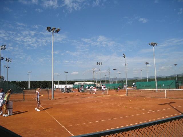 Sanchez-Casal Red Clay - juniors practicing