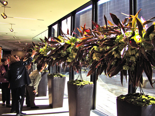 DSC04596 Bouquets to Art 2009 lobby