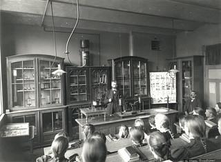 Science class at Kalvskindet school (ca. 1900)