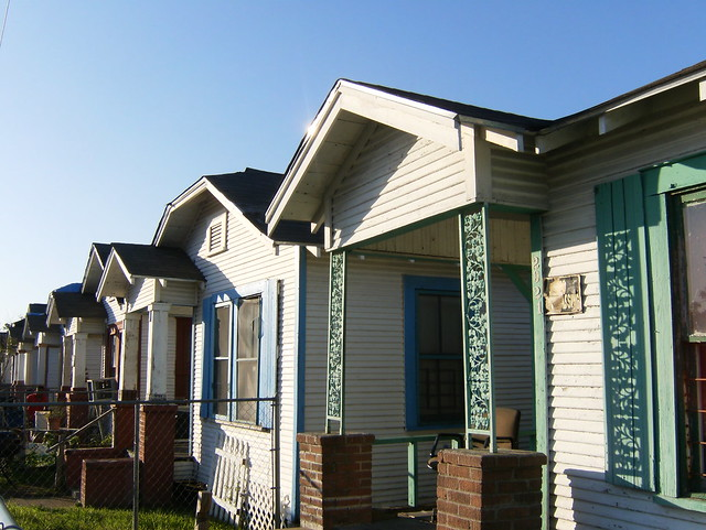 Row houses definition meaning for Terraced house meaning