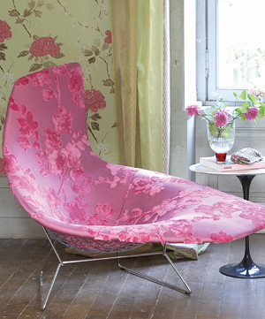 Modern romanticism: Pink velvet damask + Bertoia chaise + Saarinen table