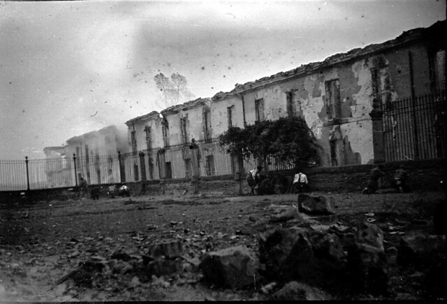 Actual Calle Cervantes de Toledo durante los combates de septiembre de 1936. Fondo del Estudio Fotográfico Alfonso. Archivo General de la Administración. Ministerio de Cultura