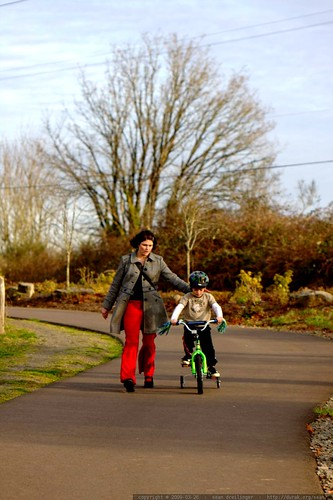 rachel guiding nick down a hill on his bike    MG 9861