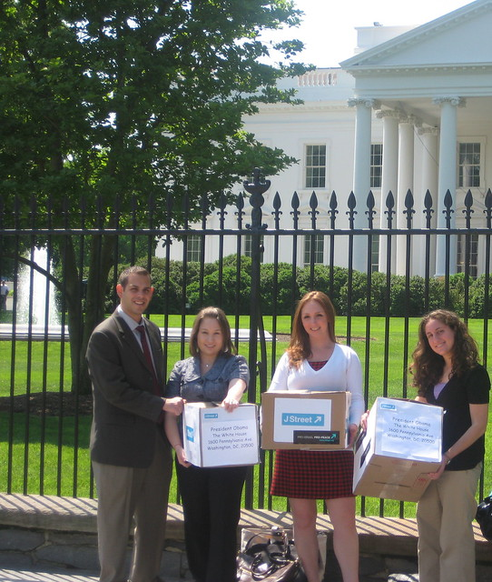 J Street Delivers Petition of Support to White House