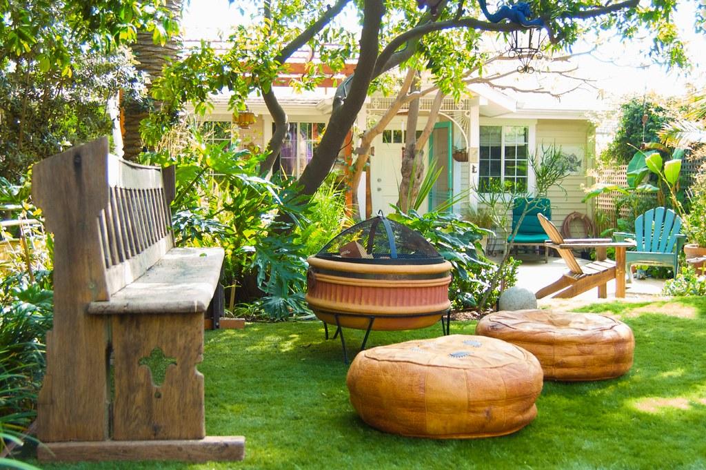 Hawaiian Surfer Garden Theme, located in Santa Monica,  California