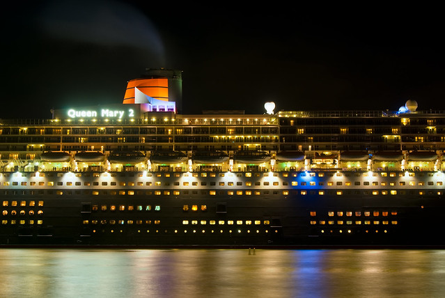 Queen Mary 2 Giant Cruiseliner in Sydney