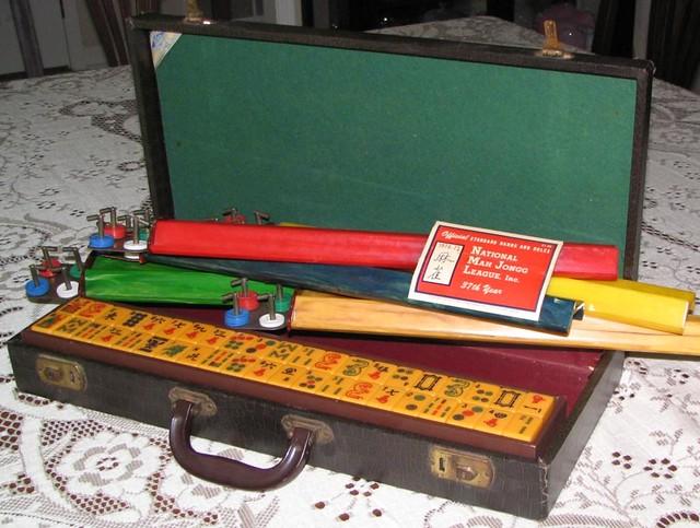 Vintage Mah Jongg Set 13