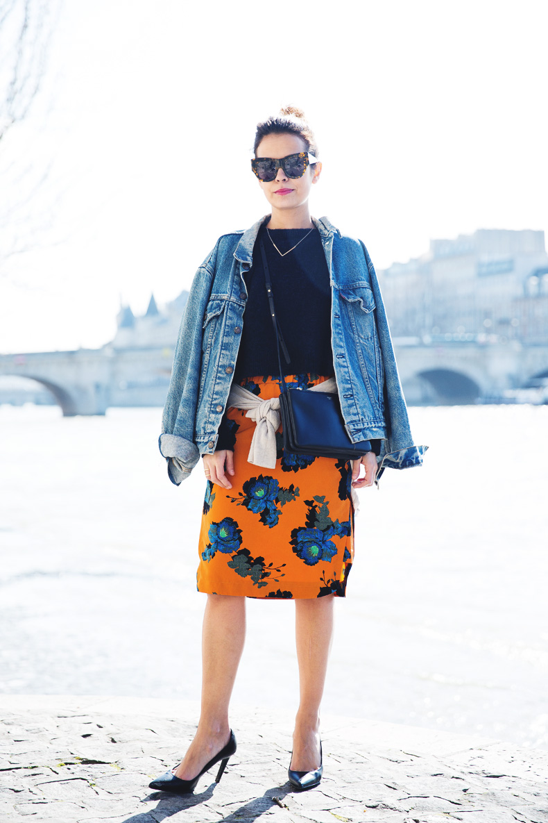 floral_skirt-topshop-orange-denim_jacket-street_style-pfw-outfit-karen_walker-celine-trio_bag-2