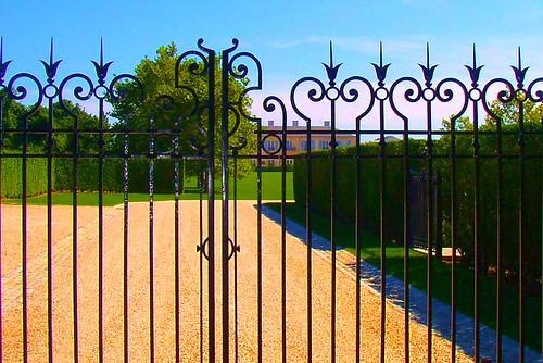 newyork hamptons gate wroughtiron longisland wealth estates 1000views mansions easthampton oceanfront furtherlane