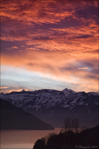morning sky orange sun mountains water sunrise schweiz switzerland wasser violet himmel berge sonne sonnenaufgang thunersee morgens lakethun lens00025