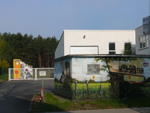 Trafohaus und Mauerelemente