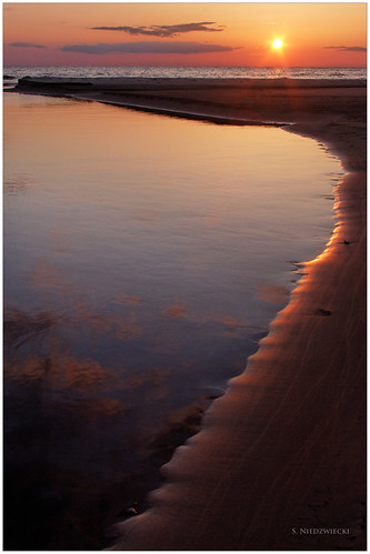 sunset sky sun beach water reflections sand lakemichigan greatlakes muskegon northmuskegon meinertcountypark stacyniedzwiecki stacycossolini puremichigan littleflowercreek 1stjd
