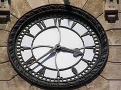 Reloj en Alepo con numeración árabe