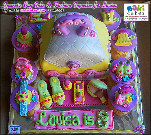 Cosmetic Bag Cake & Fashion Cupcakes for Louisa - Maki Cakes | Flickr ...