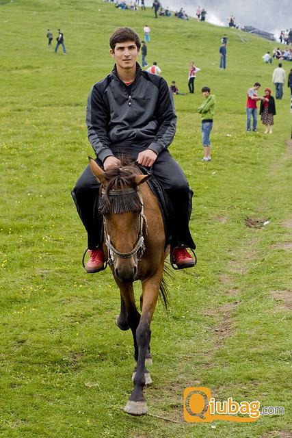 Gruzin jadący na koniu spotkany w Tbilisi