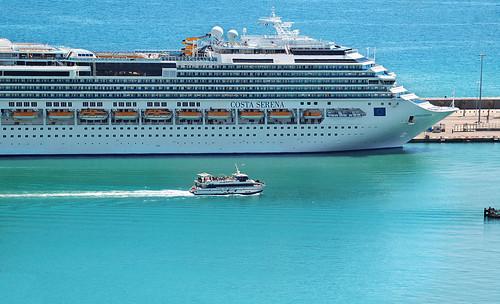 Costa Serena cruiser and Golondrina