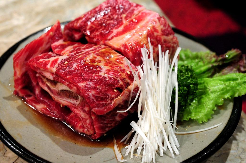 秘苑燒肉-帶骨牛小排 骨附カルビ (2800)