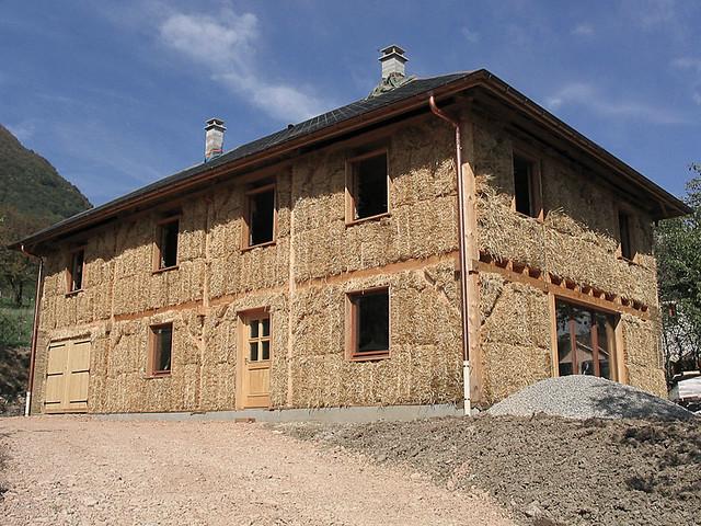 Maison de paille savoie flickr photo sharing for Autoconstruction maison en paille