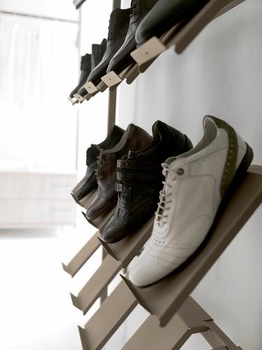 Montaje de tiendas de soluciones para los zapatos caem - Estanterias para calzado ...