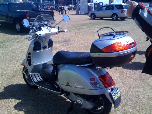 modern vespa can you recommend a topcase roll bag. Black Bedroom Furniture Sets. Home Design Ideas