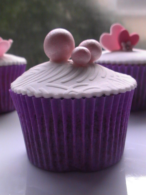 Sample wedding cup cakes pearls Feathers and pearlschocolate cup cake