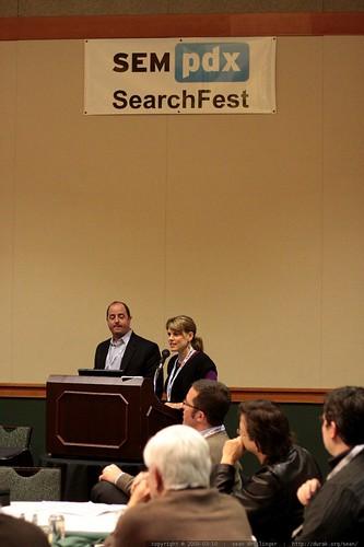 hallie janssen introduces bob garcia   site analytics panel   sempdx searchfest 2009    MG 9829