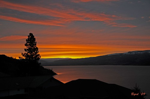 lake sunrise landscape britishcolumbia okanagan canadian lakeokanagan peachland okanagansunrise