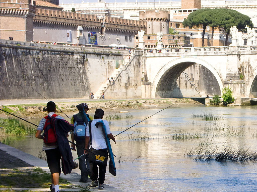Roman boys who are fishing in the river Tiber