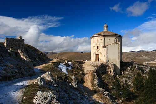 italy landscape italia chiesa canonef1740mmf4lusm italians abruzzo appennino gransasso roccacalascio santamariadellapieta themonalisasmile